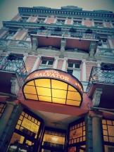 Hotel Salvator gegenüber von den Mühlenbrunnenkolonnaden
