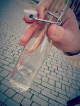 Die Bügelflaschen gibt es in der Touristinformation.